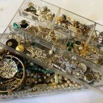Quantity of vintage costume jewellery
