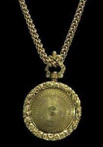 circular locket pendant