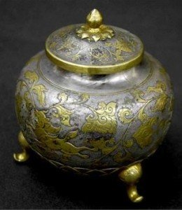 lidded ovoid pot