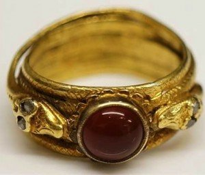 gold coloured metal ring