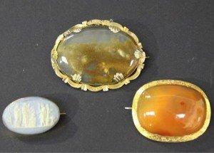 cornelian set brooch