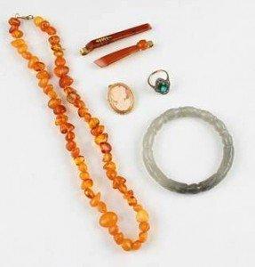amber beads,