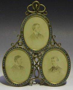 triple miniature portrait stand
