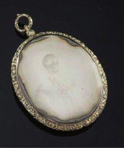 mourning pendant,