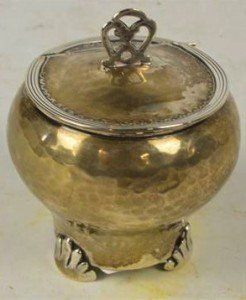 silver hammer decorated pot