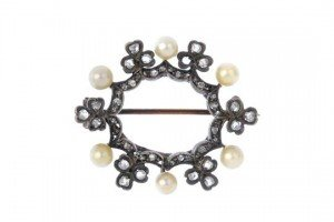 seed pearl wreath brooch
