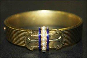 oval hinged bangle