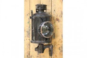 Railway oil lamp