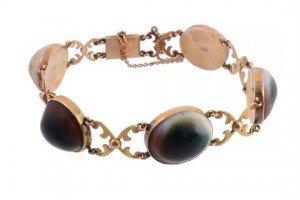 gold bracelet,