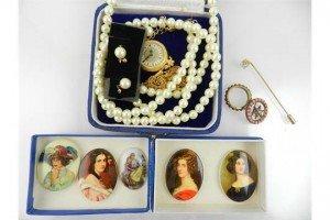 costume jewellery,