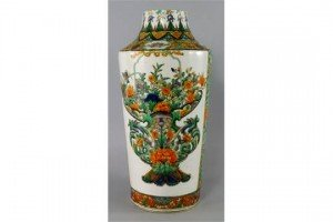 verte cylindrical vase,