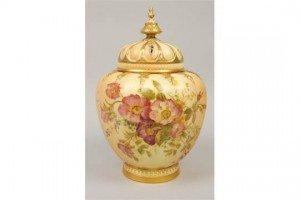 ivory ground pot pourri jar